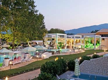 Abendliche Entspannung im Garten des Hotels