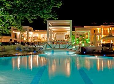 Abendstimmung am Pool Ihres Hotels