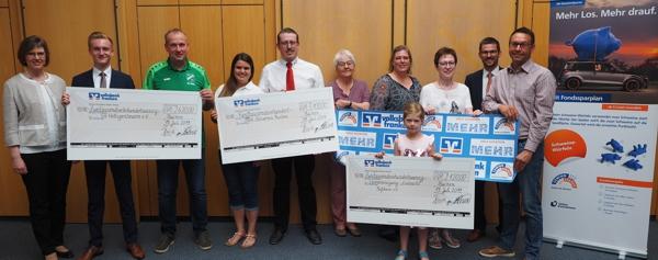 Spendenübergabe an drei gemeinnützige Organisationen
